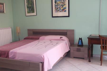 chambre d'hote dans maison familiale tout confort - House