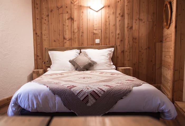 """BnB Chambre """"Cassini"""" 2p coeur village d'Huez (n2) - Huez - Bed & Breakfast"""