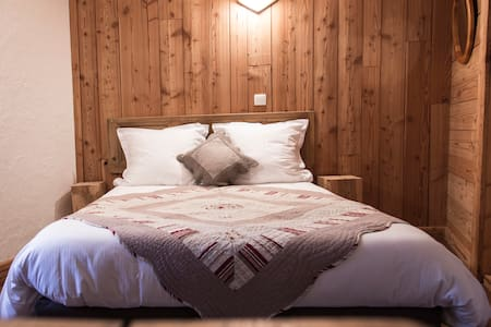 "BnB Chambre ""Cassini"" 2p coeur village d'Huez (n2) - Huez - Bed & Breakfast"
