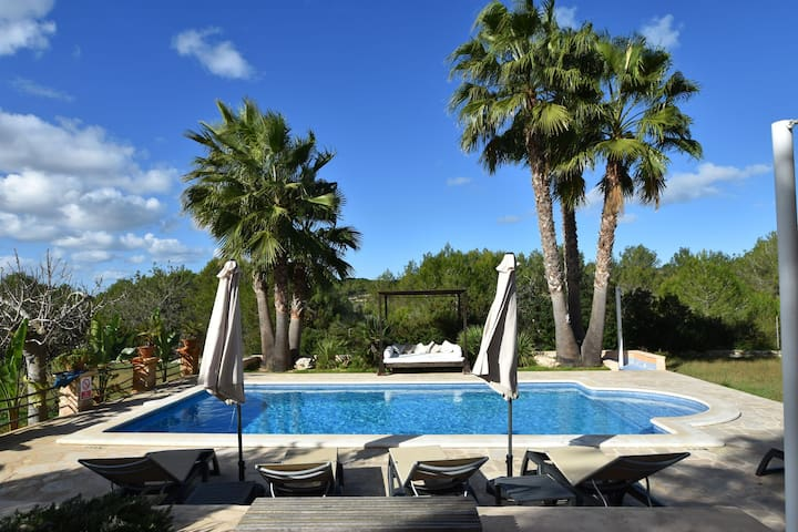 Charming finca with garden and pool, in a quiet area near San Rafael