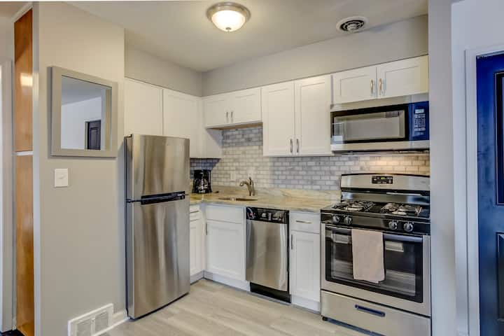 Modern 1 Bed Main Street Royal Oak