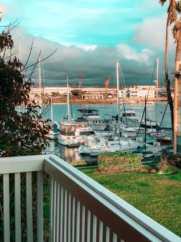 CHANNEL ISLAND HARBOR VIEW VILLA SECS TO THE BEACH
