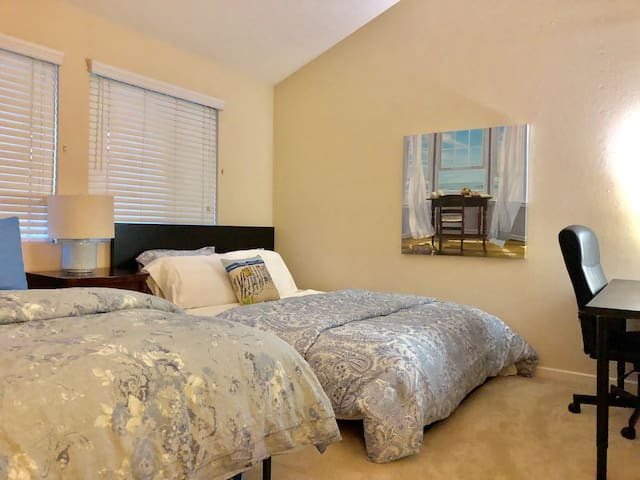 2B2B - 4 Beds! - Luxury La Jolla UTC UCSD Oasis