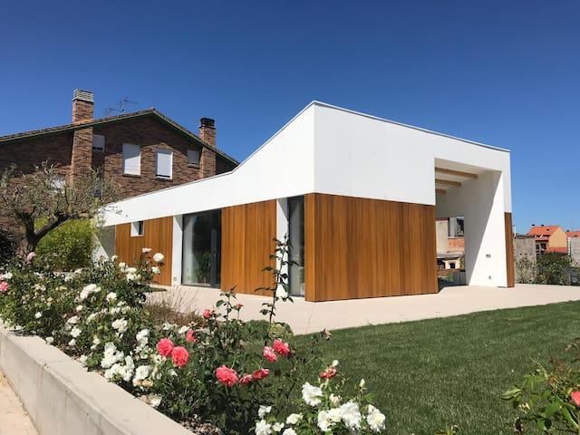Passive modern house near Logroño