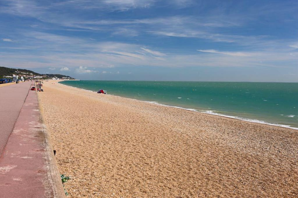 Hythe Beach is an 8 mins walk away... cross the High Street, past Waitrose, over the stunning Canal and you are nearly there..... A beach with a 5 Star water quality rating