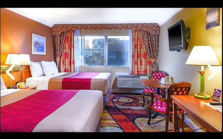 Vagabond Inn Rooms 17
