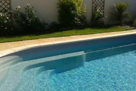 Maison familiale avec piscine - Noves - Villa