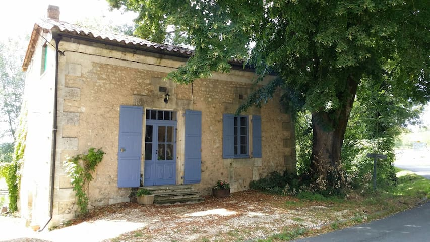 Relax in Dordogne countryside at La Petite Mason