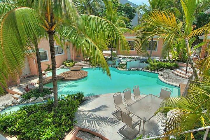 Modern 2B Condo on Paradise Island - Paradise Island - Appartement