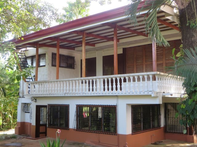 Colonial Mansion - Mambajao - Hus