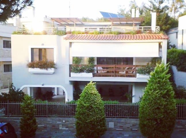 *Fantastic villa, a 5 min drive from the beach!*