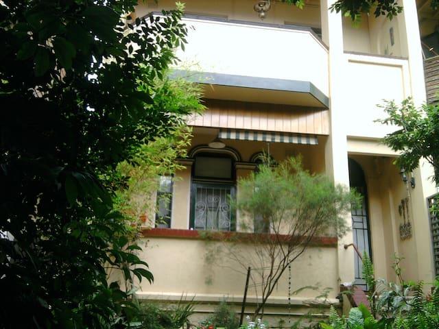 2 bedroom garden apartment in the centre of Glebe