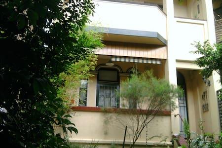 2 bedroom garden apartment in the centre of Glebe - Glebe - Apartment