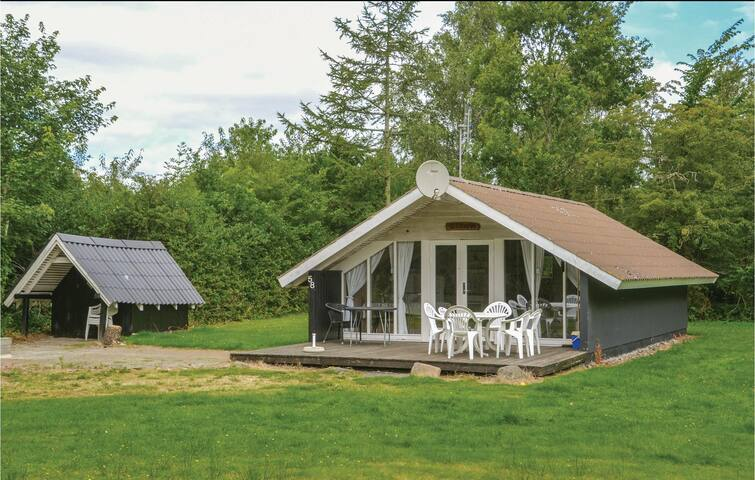 Holiday cottage with 2 bedrooms on 55m² in Oksbøl