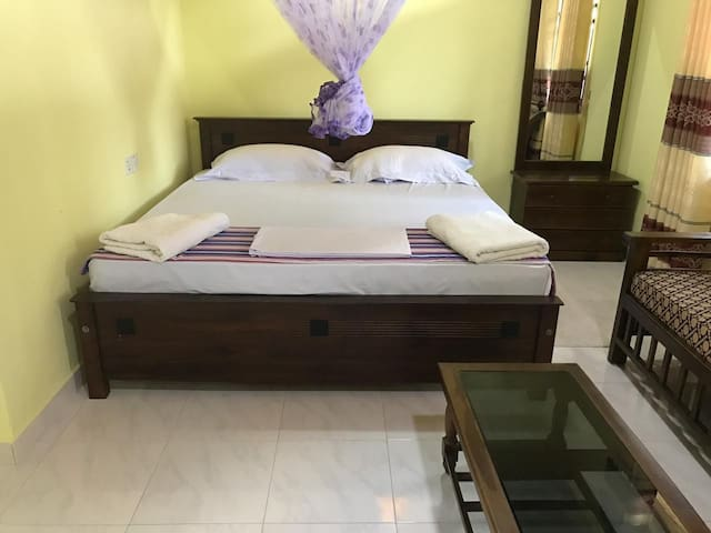 Suwani Pinnawala Home Stay