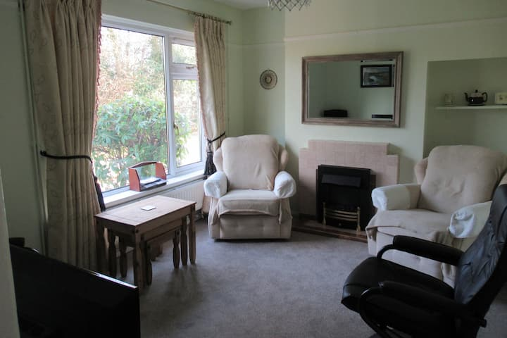 Quaint Rural 2BR Home, Only 4 Miles From Bridgend