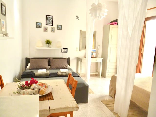Cosy Studio with terrace up to 3 guests in Parikia