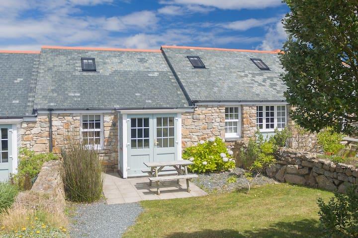 Seven Stones Holiday Cottage - Stunning location!