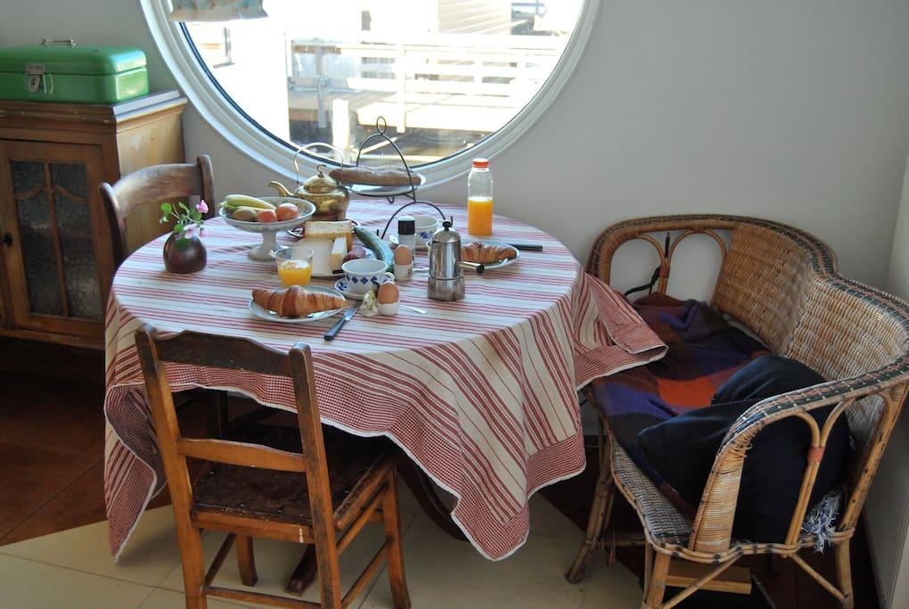 Breakfast in the kitchen