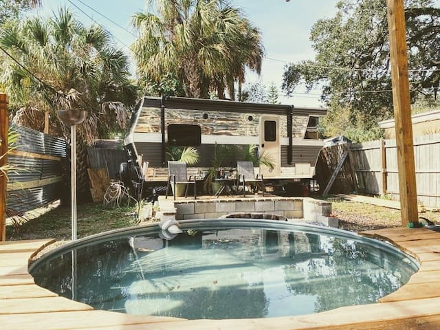 Sensational  Miami Style Oasis With Tiny RV  ★★★★½
