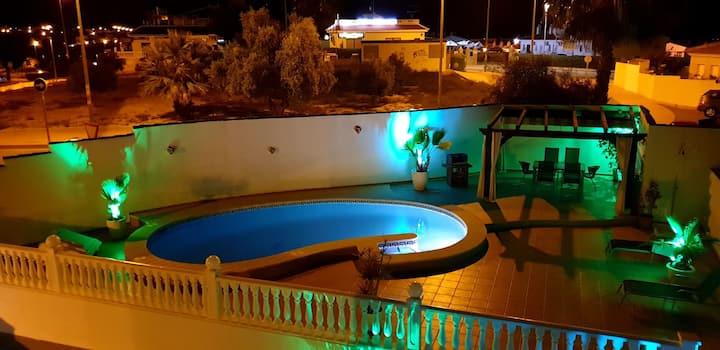 Villa Rosario.(Quesada) . Privado pool,parking.