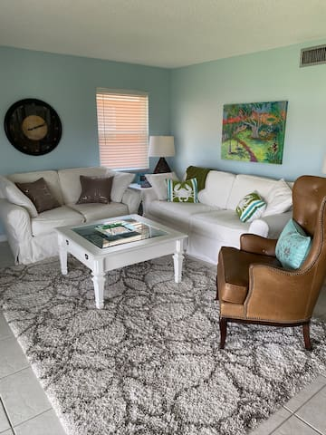 Remodeled Naples Gem Close To Shopping & Beaches