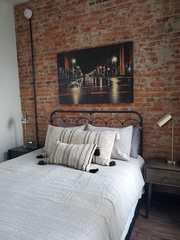 1 queen size bed closet TV
