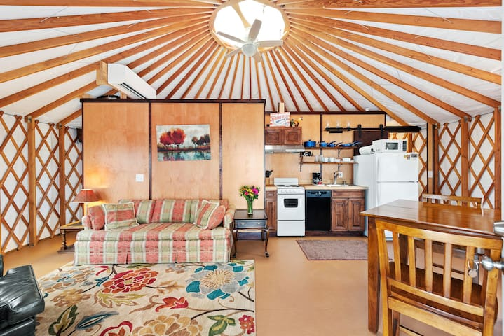 Cliff side Yurt on Lookout Mountain Chattanooga