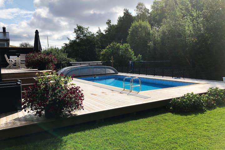 Stor villa med pool i centrala Falun, Dalarna