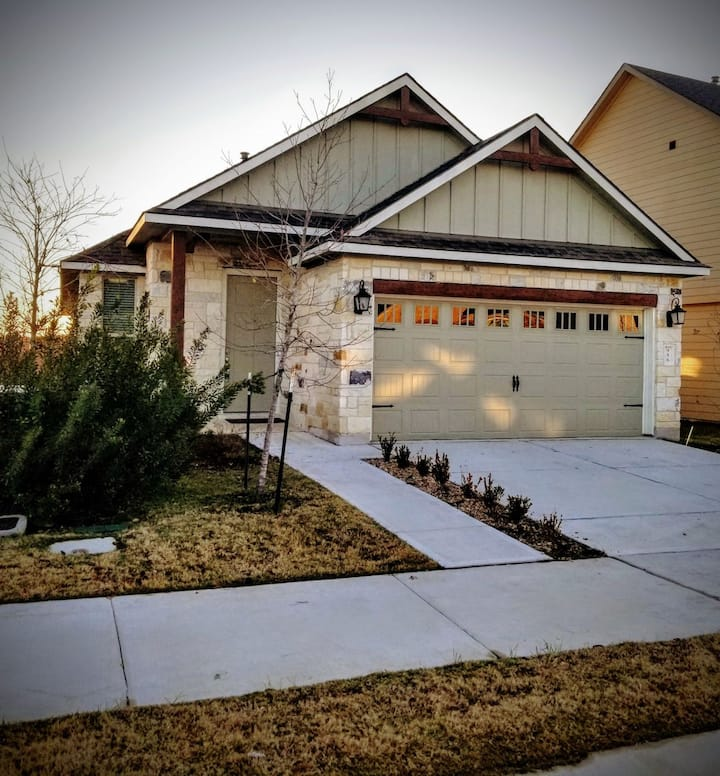 Entire Home | EV CHARGING| Midtown Reserve CSTX |
