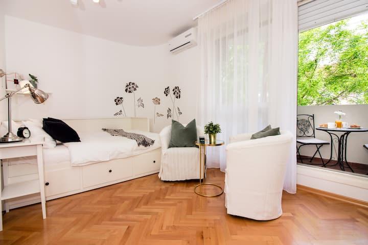 New Cozy Studio in City Centar with a balcony