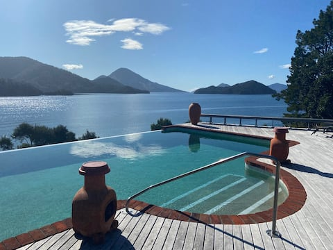 Marlborough Sounds Haven with Captivating Views.