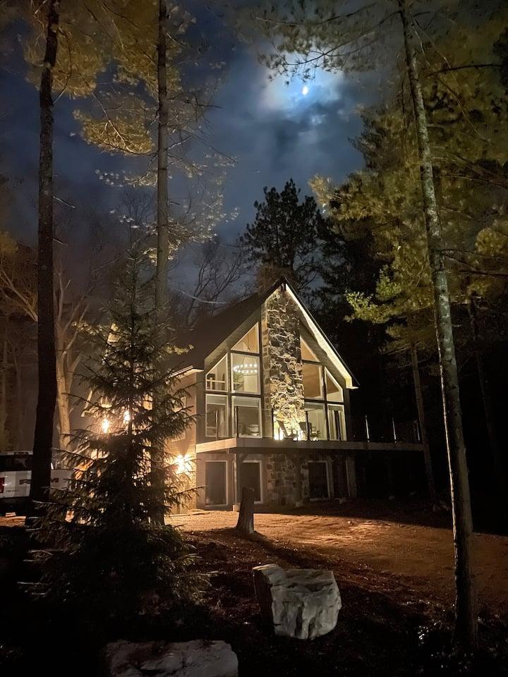 Twin Pines Chalet - Adventure Awaits!