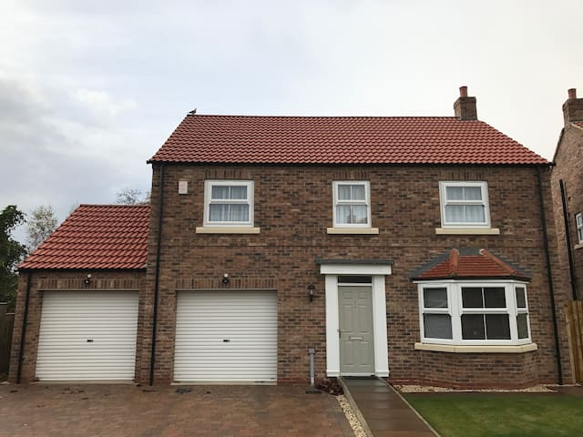 Room in a 4 bedroomed house in Haxby, York. - York - Rumah