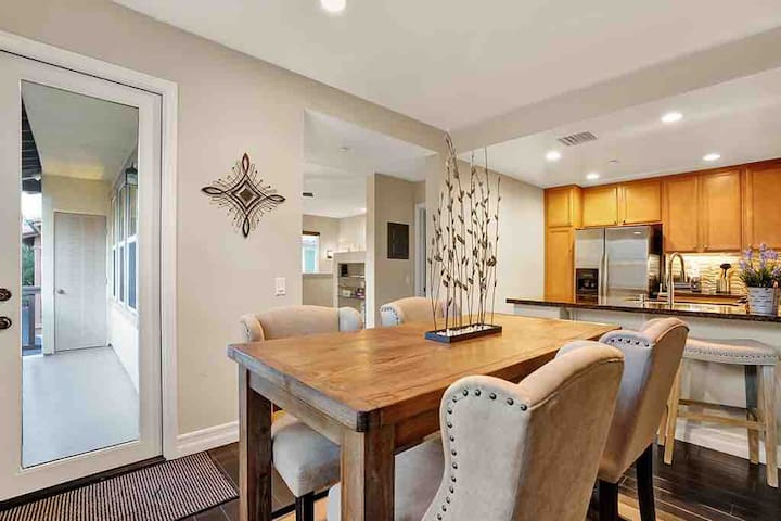 Luxury townhome 10 mins fm downtown Laguna Beach