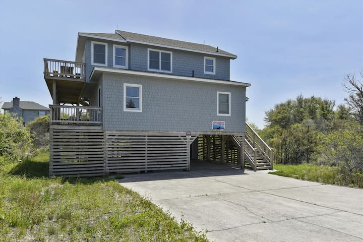 Salty Dog -- Darling Oceanside Home just 450 feet to the beach