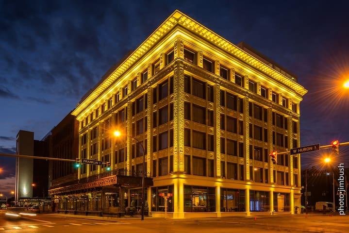Curtiss Hotel