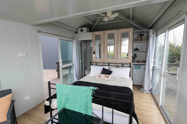 Sea View-Romantic off the grid tiny house