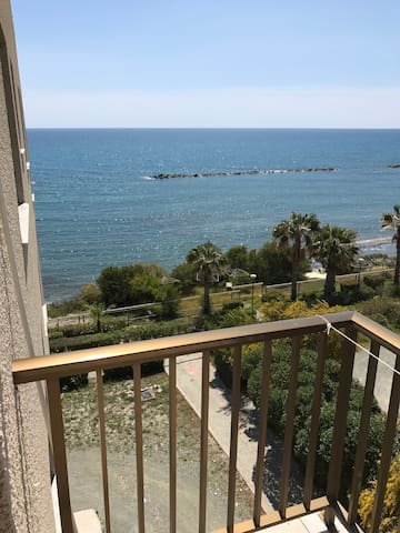 Zygi Beach Side Spacious Studio Flat - Zygi - Byt