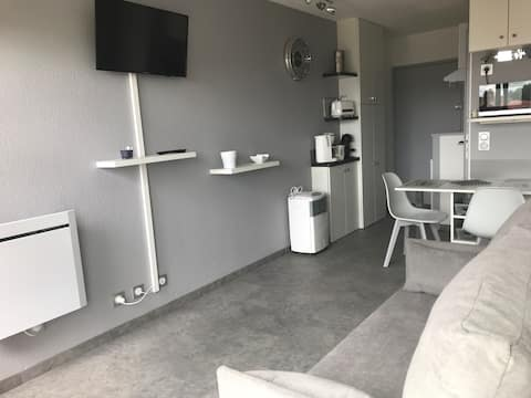 For rent 2-star studio with courtyard and garden view