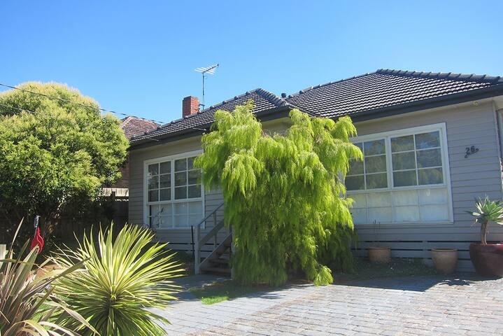 Room in Californian Bungalow in Regent, Melbourne - Reservoir - House