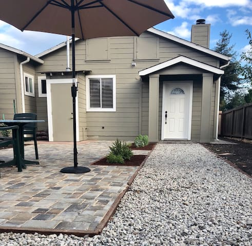Cozy Private 2 Bdr Unit w/ Access to Hwy 101 & 84