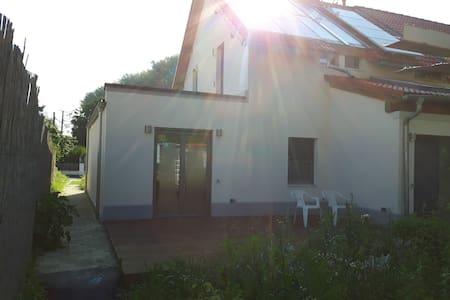 Schönes Haus mit großer Terasse - Senden - Casa adossada