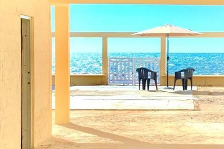 Casa orilla de la playa en Camahuiroa
