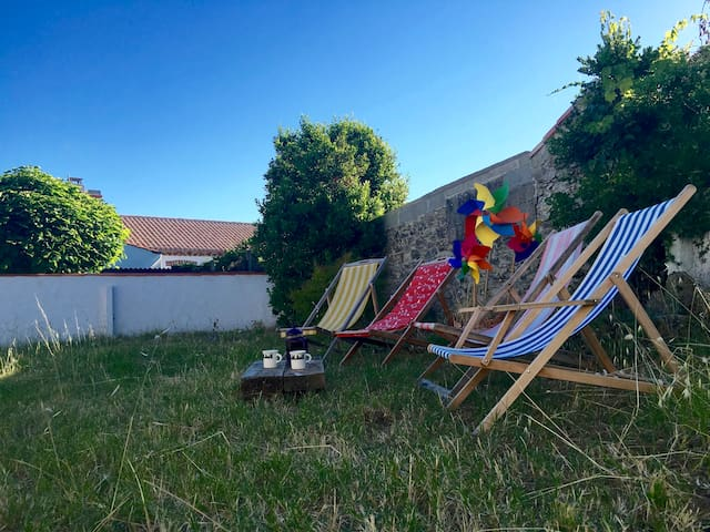 Vintage Fisherman's summer retreat - L'Épine