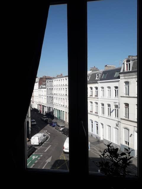 Appartement lumineux, plein centre, République.