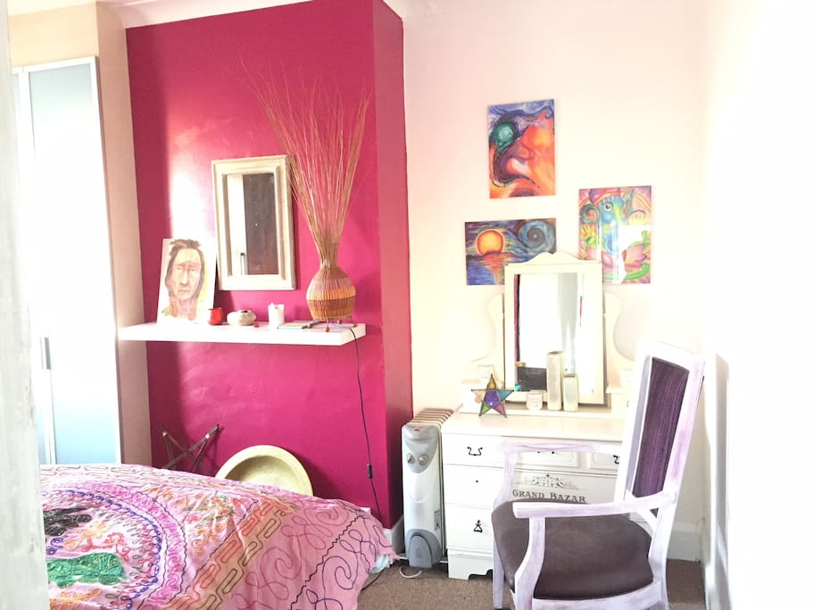 Serene and quiet double room to relax in, lovely candle lit at night time!