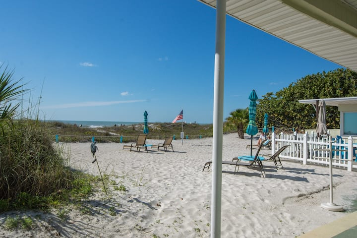 NEW!  Direct Beach-front with Old Florida charm!