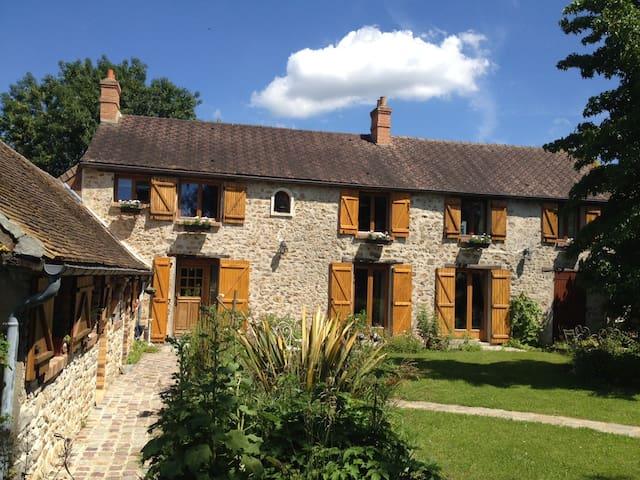 Chambre Jasmin des poètes la Bourguignette