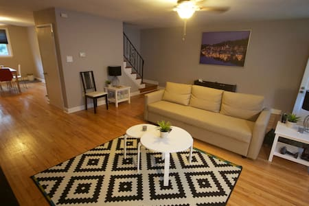 Newly renovated 3 bedroom rowhome! - Brookhaven - Ház